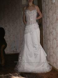 Свадебное платье  в подарок  красивая бижутерия