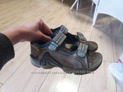 Кожаные сандалии босоножки Twisty . 23см