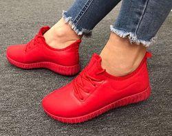Продам зимние кроссовки на меху. Размеры- 36-41. Цвет-красный, внутри мех.