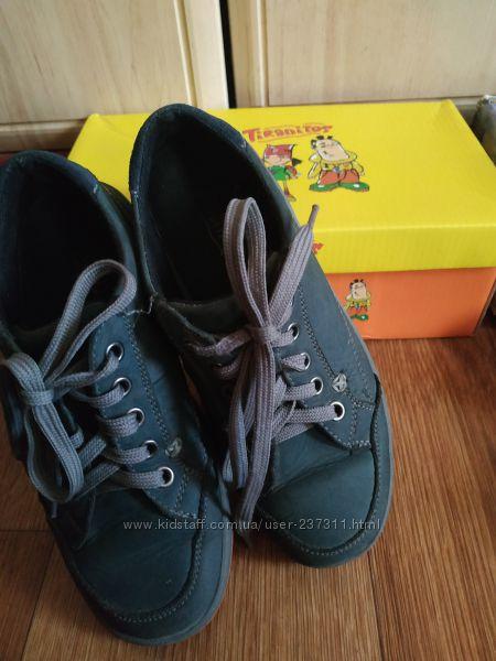 Крепкие и удобные нубуковые туфли-мокасины Tiranitos