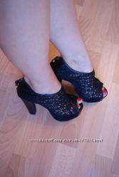 Кружевные босоножки туфли