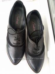 Кожаные  туфли на небольшом каблучке. Обуты пару раз