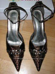 Туфли коричневые под змею р. 39
