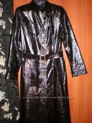 Кожаный лаковый плащ-пальто.