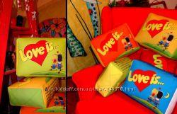 Оригинальные подушки LOVE IS
