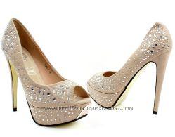Новые бежевые туфли 25, 5 см в наличии.