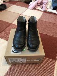 Стильные ботиночки Бартек 32 размер состояние отличное кожа
