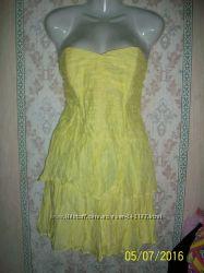 Красивейшее желтое платье-бюстье.