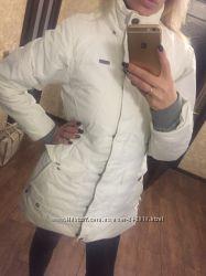 Красивая лыжная зимняя куртка для женщины