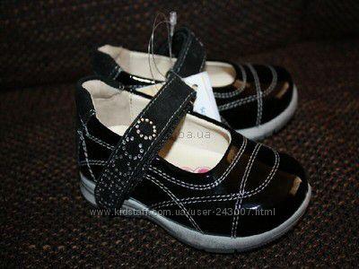 Туфельки  новые 21 размер Chicco