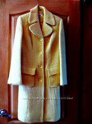 Приталенное пальто нежно-желтого цвета