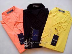 Распродажа мужских рубашек и рубашек для подростков и галстуков.