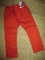 красивенного цвета джинсы George на 3-4г,