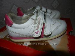 Продам кроссовочки на малышку