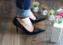 Туфли Chester 39-40 р. кожа классика шпилька острый носок черные Весна 2016