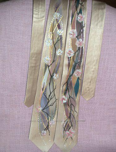 Продам галстуки из бежевого шёлка с росписью