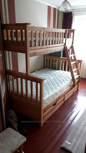 Трехместная кровать.