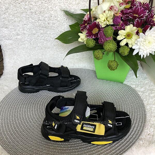 Босоножки для мальчика чёрные Kimboo