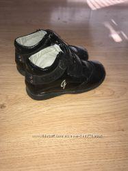 Кожаные фирменные ботинки  для девочки
