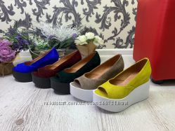 Кожаные туфли танкетка, разные цвета