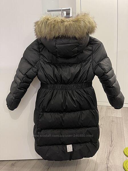Продам фирменное пальто Reima на девочку 122 см