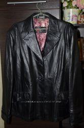 Очень стильная кожаная куртка -пиджак не маленького размера