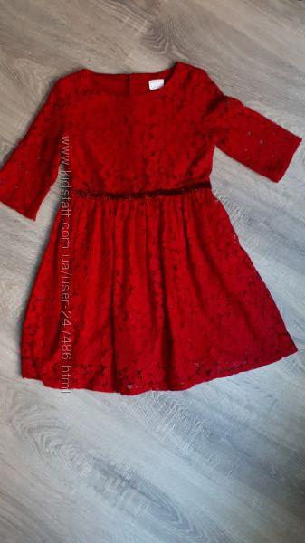 Нарядное красивое платье на 6-7 лет