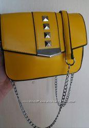 Желтая маленькая сумочка
