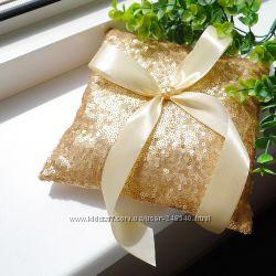 Свадебная подушечка для колец Gold из золотых паеток