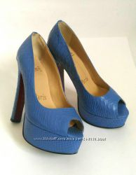 Шикарные туфли из натуральной кожи с тиснением под питон.