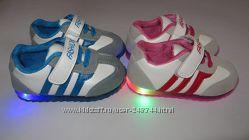 Кроссовки с мигалками для малышей. Распродажа Разные цвета и размеры