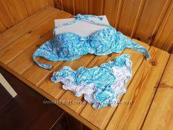 В наличии Цветастый купальник бандо с рюшами оборками Victorias Secret