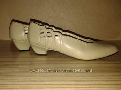Итальянские бежевые туфли