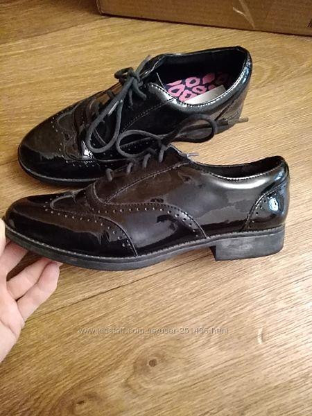 лаковые туфли Clarks 37 размер, 4 G стелька 23 см
