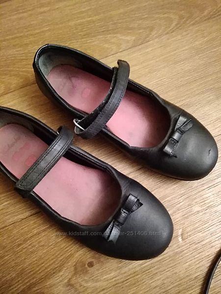 черные кожаные туфли Clarks 2 размер, стелька 22,5 см