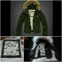 Hollister куртка XS на меху с капюшоном