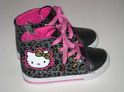 Моднячие ботиночки Sanrio с Hello Kitty р 23-14. 5см Отличное состояни е
