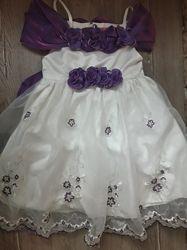 Очень красивое нарядное пышное платье на 2-4 года Состояние нового