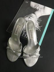Серебряные босоножки на удобном маленьком каблуке