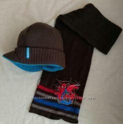 Стильная шапка с козырьком и шарф спайдермен