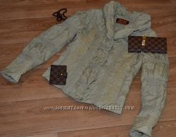 Отличная демисезонная курточка с вышивкой S-M