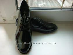 новые туфли  классика, размер 39, по стельке 25 см.