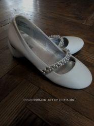 Нарядные фирменные туфельки