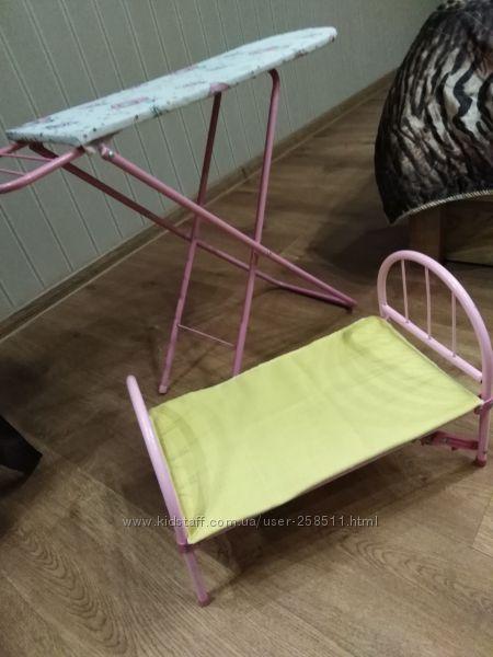 Кроватка для кукол и швейная машинка