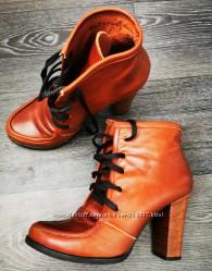 Продам качественные  натуральные ботинки 36 р