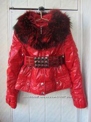 Ярко красная зимняя куртка, пуховик с натуральным мехом енота размер 44-46