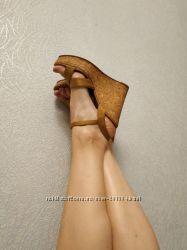 Босоножки на пробковой платформе на узкую ногу