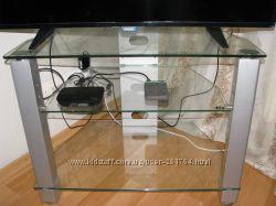 Тумба  под телевизор металл, стекло . Состояние идеальное.
