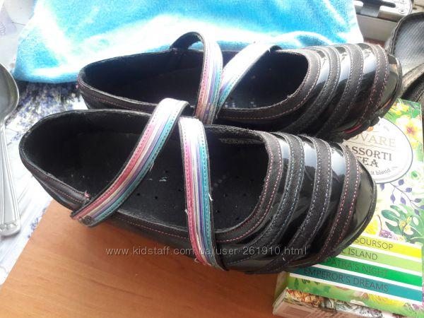 Туфли балетки Skechers 250 гривен. 33-34 размер.