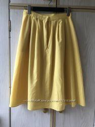 Яркая жёлтая юбка